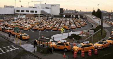 Taxis vs Uber at LaGuardia Airport